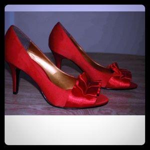 Vintage inspired peep-toe heels